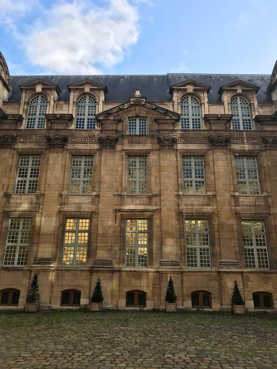 Hôtel de Lamoignon, dans lequel la Bibliothèque historique de la Ville de Paris est située depuis 1969. © Passéisme.
