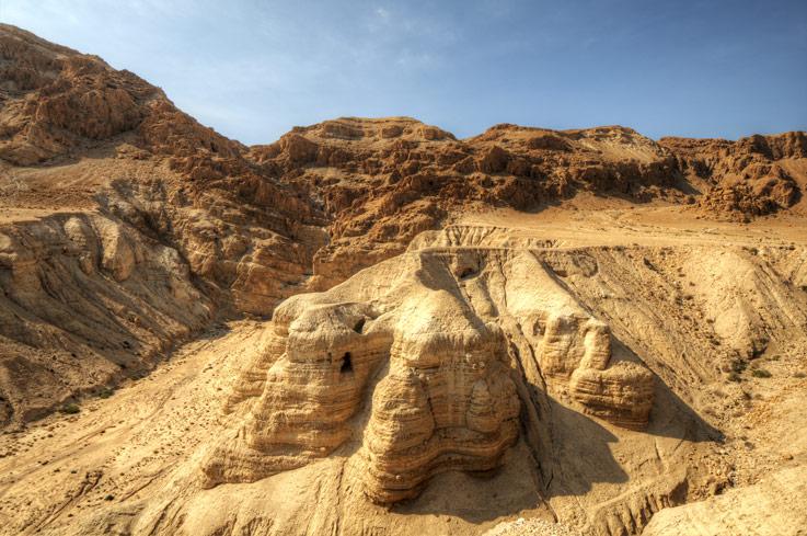 Les grottes de Qumrân, où les rouleaux ont été découverts.