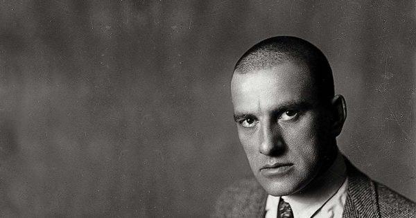 Vladimir Maïakovski vers 1920.