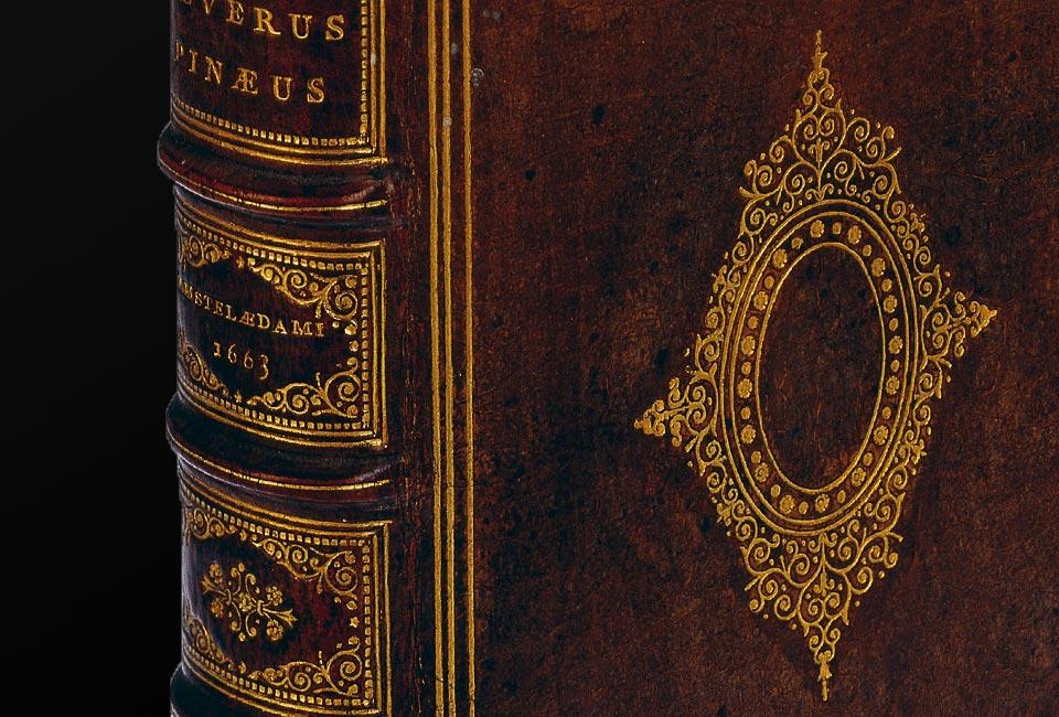 Séverin Pineau, De integritatis & corruptionis virginum notis. Exemplaire relié en peau humaine pour le médecin Ludovic Bouland. Photographie : © Wellcome Collection.