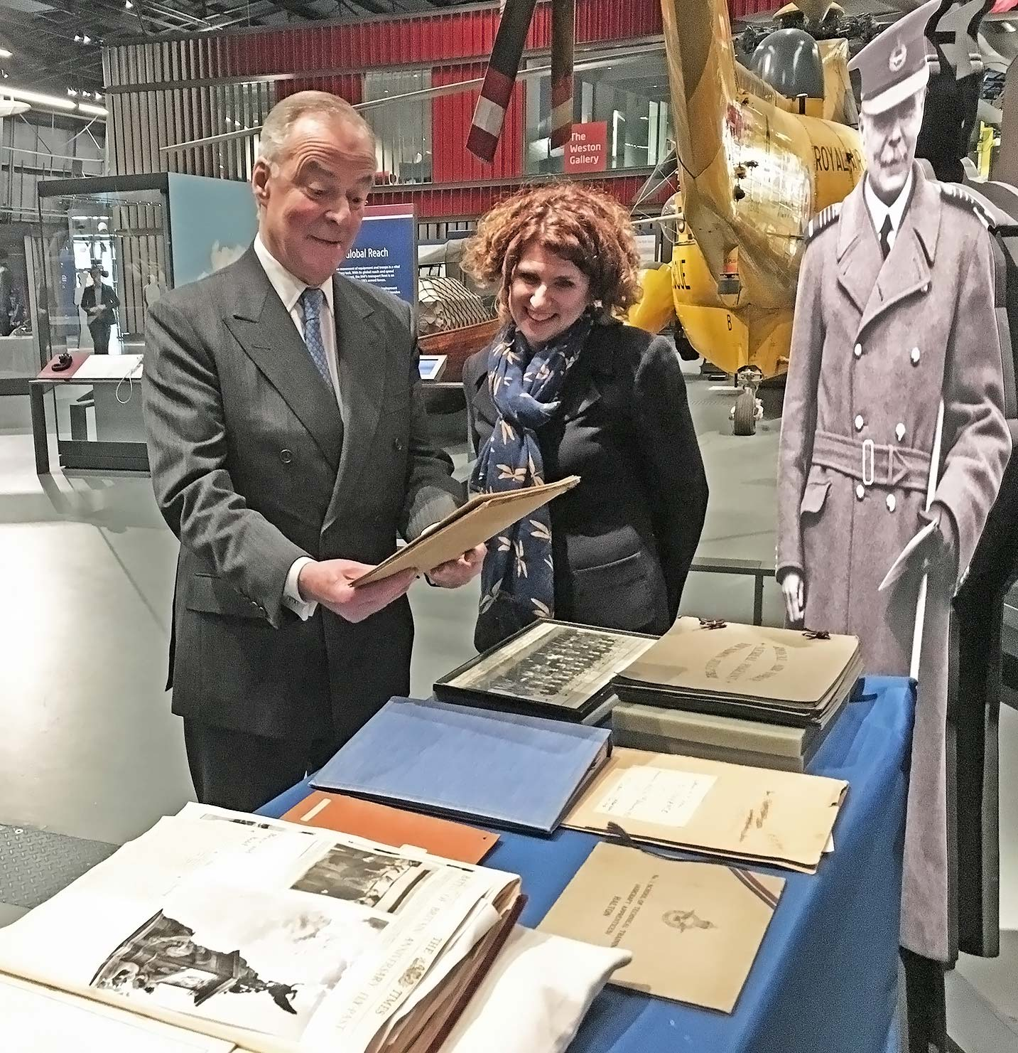 Lord Trenchard et Maggie Appleton au Royal Air Force Museum. © Royal Air Force Museum.