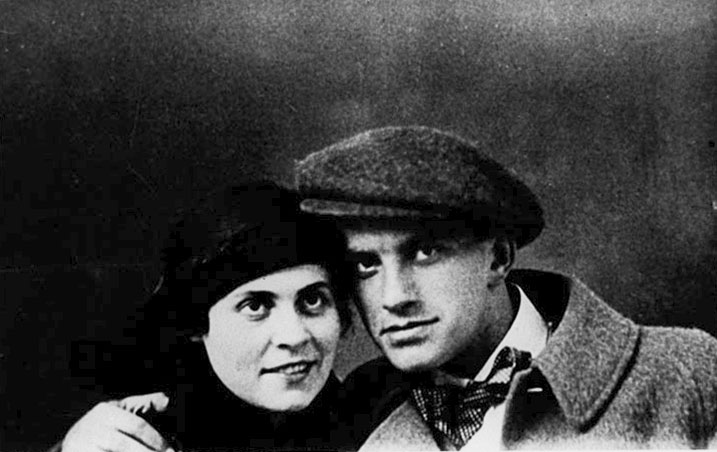 Vladimir Maïakovski et Lili Brik en 1915.